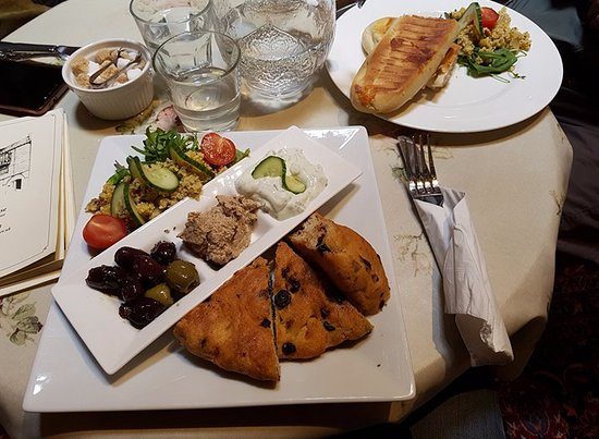Wiveliscombe, UK: mezze platter, super good