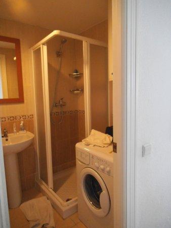 Apartamentos Roca Chica: badkamer met nog een wc en bidet