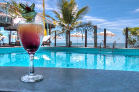 Beijamar Hotel : Piscina com bar molhado, frente ao mar.