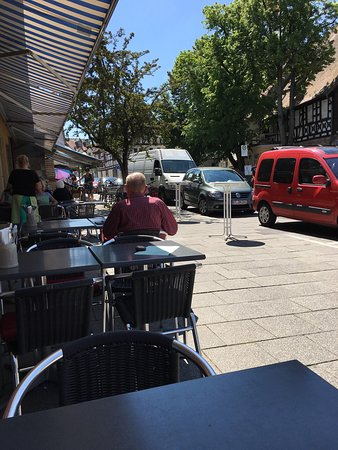 ‪‪Forchheim‬, ألمانيا: Enjoying lovely lunch at outdoor seating area‬