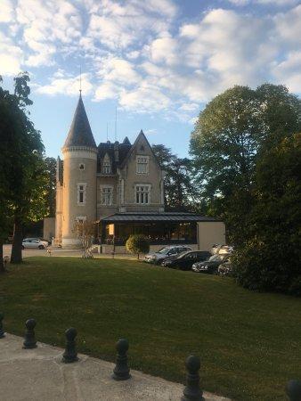 Chancelade, Frankreich: Un hôtel et un restaurant version brasserie très agréable avec La verrière