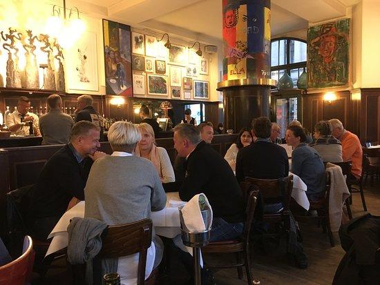 Lutter & Wegner Gendarmenmarkt: Un locale molto rumoroso