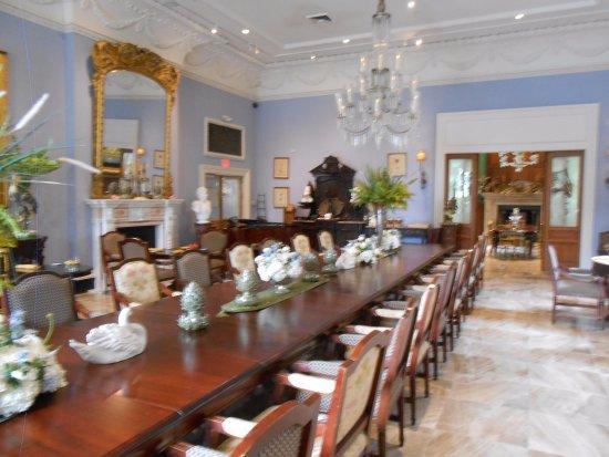 Darrow, LA: Dining room in the Turtle building