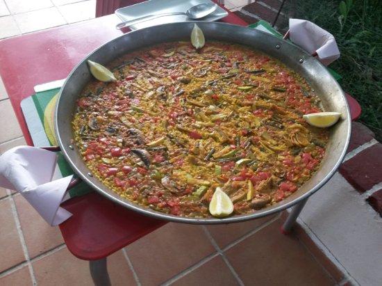 Huéscar, España: Our huge vegetable paella