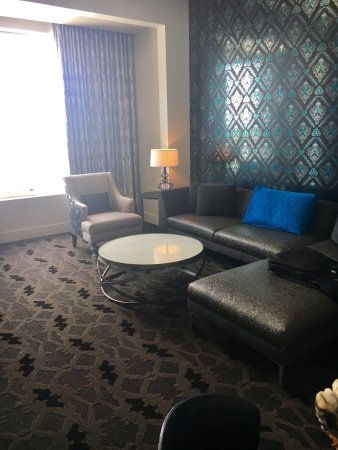 W Dallas Victory Hotel: Spacious Fantastic Suite- great Pool and outdoor shower with skyline views and the new Texas sta
