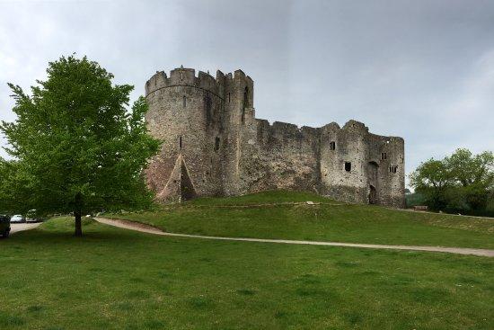 Chepstow, UK: Imposing Gatehouse