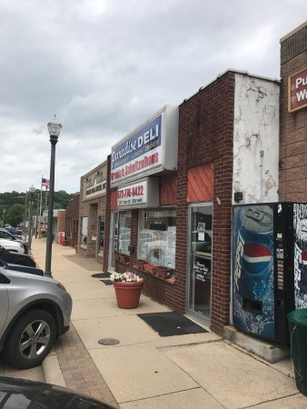 Waynesville, MO: Building facade and specials