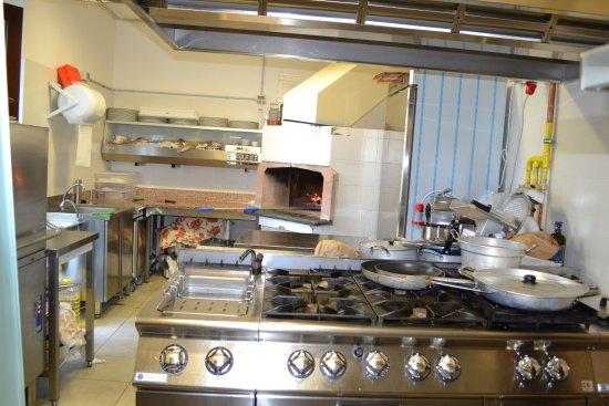 cucina-forno a legna - Picture of Magia del Turano, Rocca ...
