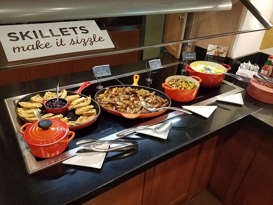 Hyatt Place Fort Lauderdale / Plantation: Full hot breakfast INCLUDED in the price of the room.