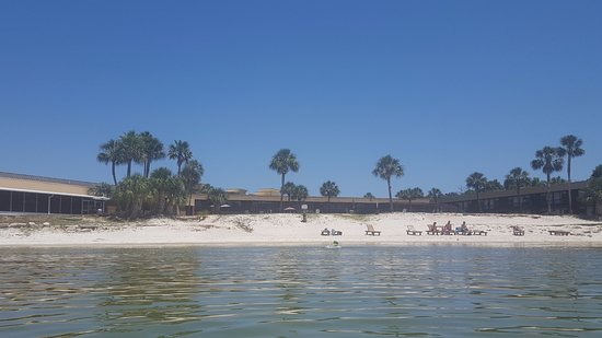 Gulf Breeze, FL: View of hotel from the bay!