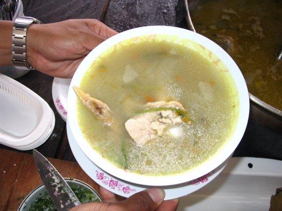 Atuntaqui, Ecuador: Fresh locally-raised-chicken soup. Caldo de gallina de campo.