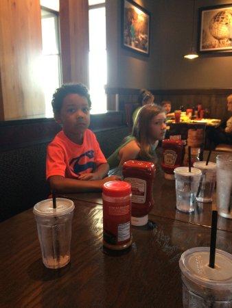 Spring Hill, TN: Dining at Red Robin