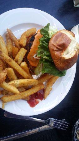 De'd Dog Bar and Grill: Pub Burger. Good price for Jasper. Great Fries!