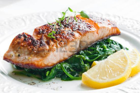 ‪‪Oswego‬, إلينوي: 30752907-grilled-salmon-with-spinach-lemon-and-thyme_large.jpg‬