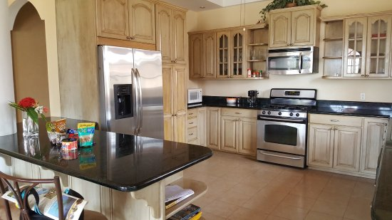 Sea View Suites: Great kitchen area
