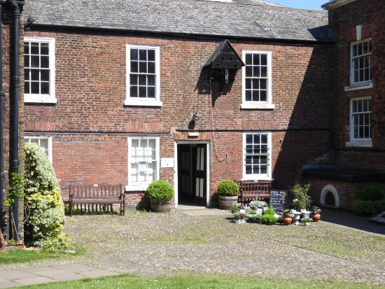 Lytham St Anne's, UK: rear courtyard leading to inner courtyard