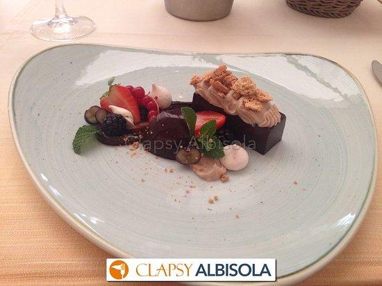Альбозола-Супериоре, Италия: Bonet piemontese con crema di Gianduia e briciole d amaretto. Veramente buono !