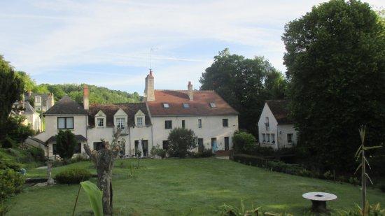 Vernou-sur-Brenne, Francia: Vue du Moulin Garnier sans la piscine.