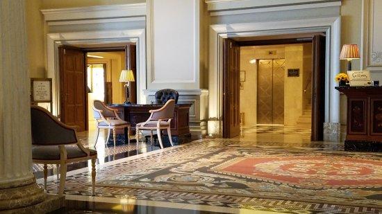 Hotel Grande Bretagne, A Luxury Collection Hotel: Entrance