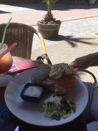 Horst, Países Baixos: Broodje Gezond met bruine bol