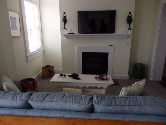 Vineyard Haven, MA: Living Area Room 401
