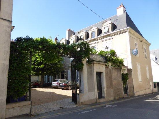 Hotel du Mail : L'entrée, la cours et le batiment