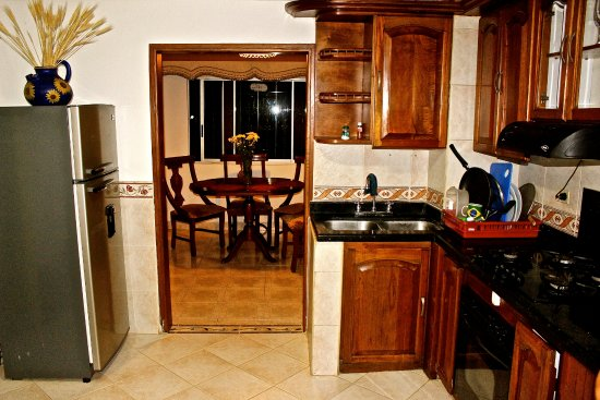 Sabaneta, Colombia: Common kitchen and dining room