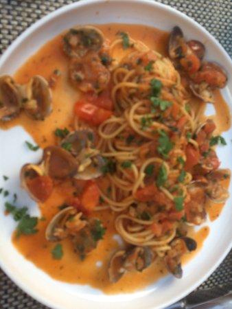 Meise, Belgium: Pasta vongole met tomaatjes
