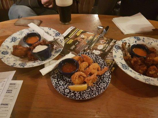 Romford, UK: Delicious buffalo wings!