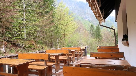 Bohinjsko Jezero, Slovenia: Hiding from the rain, we are all drenched.