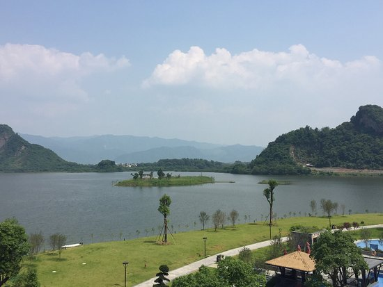 Baojinggong Tian'e Lake Holiday Hotel