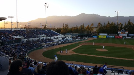 Rancho Cucamonga, Californien: The night I was here it was a beautiful sunset.