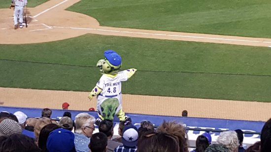 """Rancho Cucamonga, Californien: One of the mascots is """"After Shock"""" his number is 4.8"""