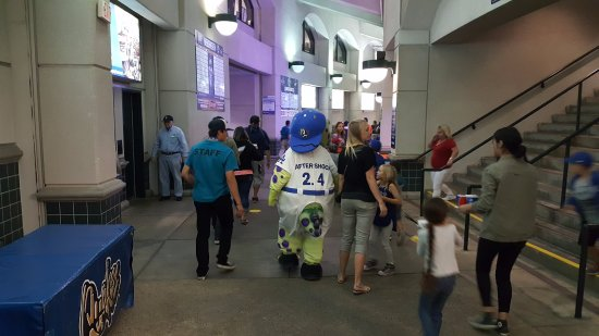 """Rancho Cucamonga, Californien: The other mascot is """"Tremor"""" his number is 2.4"""