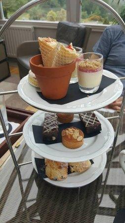 Linthwaite House: Cake tier