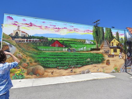 Camarillo, CA: Mural painted on Museum outside wall