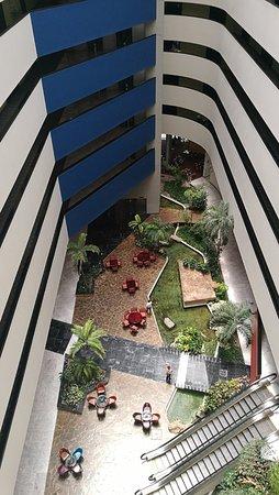 Holiday Inn Parque Fundidora: vista interior del hotel