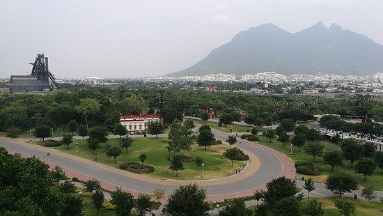 Holiday Inn Parque Fundidora: Parque Fundidora y Cerro de la Silla
