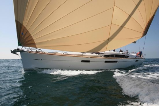 Jeanneau 509 under sail - Picture of Superior Charters and