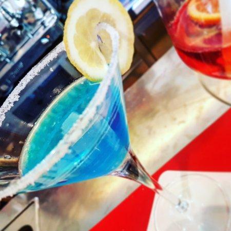 Un Blue Lagoon Con Crusta E Decorazione Di Limone Picture Of Bar