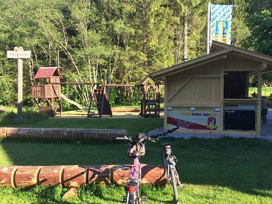 Altenau, Alemania: Playground and Grill Hut