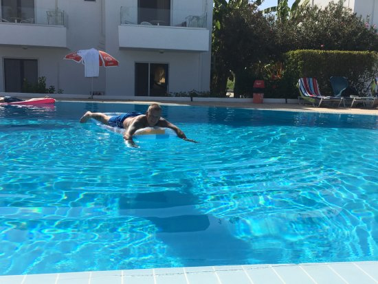 Miros Appartment Hotel: day round the pool