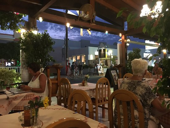 Miros Appartment Hotel: dining at local restrant