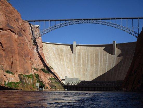 Lake Powell Resort: Glen Canyon Dam for Lake Powell