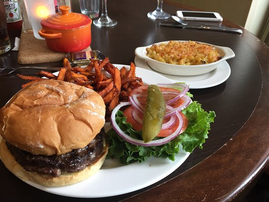 Springfield, Oregón: Burger with sweet potato frices and Macaroni and cheese (skip the Mac and cheese)