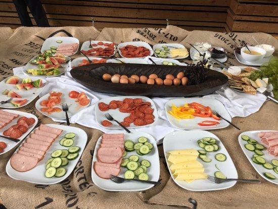 Keflavik, Island: Plentiful and tasty buffet