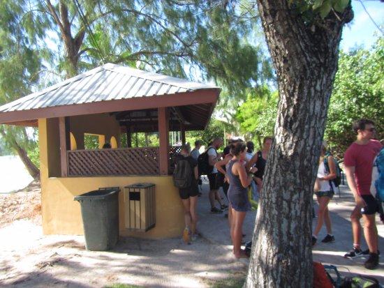 เกาะพราสลิน, เซเชลส์: Arrêt de bus à Anse Volbert
