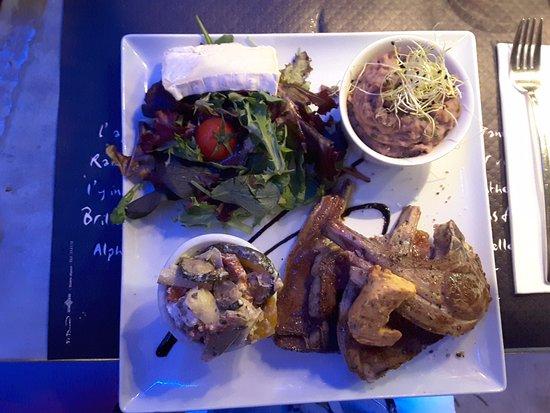 Les Perot-Quais: Assiette des Pérots-Quais, côtelette d'agneau thym romarin, beurre de chorizo...