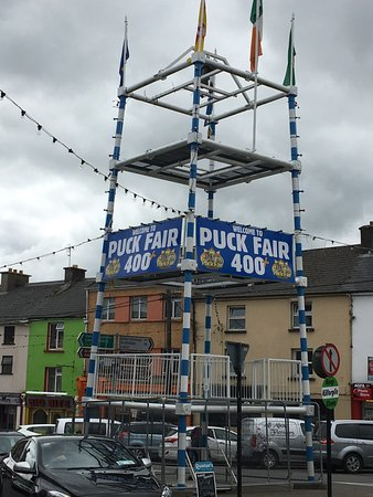 Killorglin, Irlanda: Signs everywhere