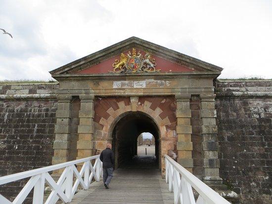 Ardersier, UK: Principal Bridge and Guardrooms